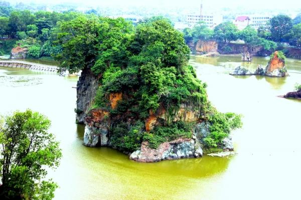 Hồ Long Ẩn - Hồ Long  Vân